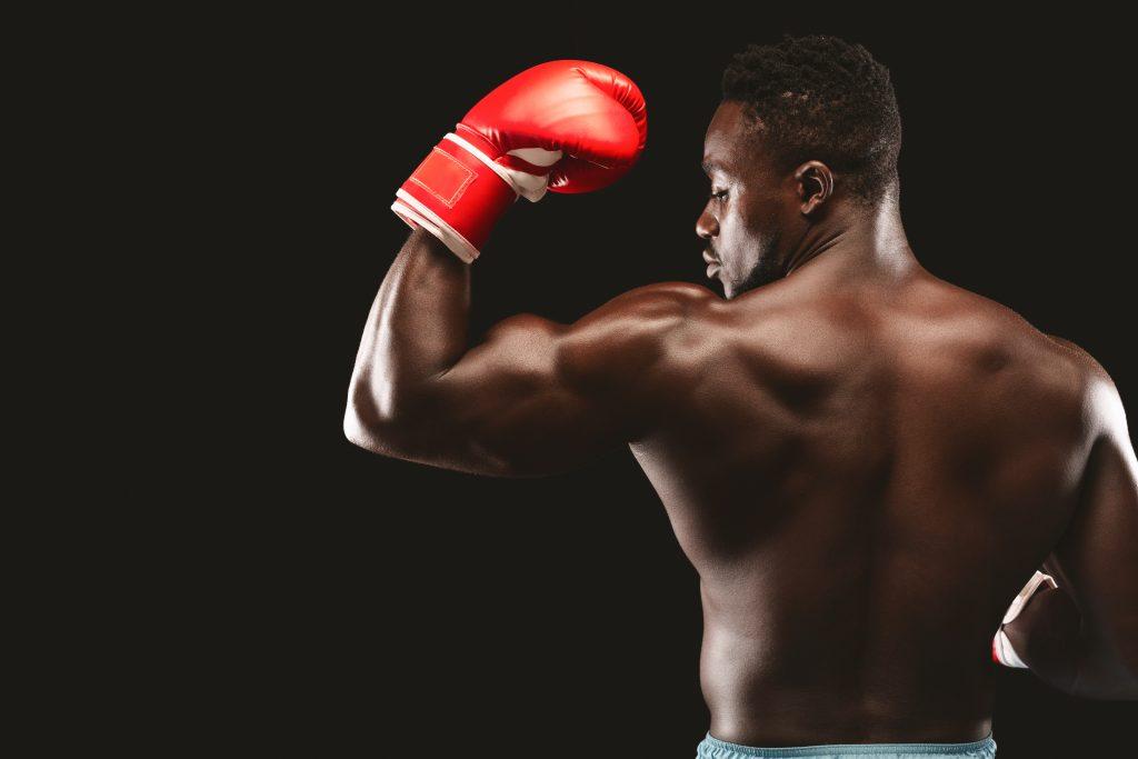 Sac de frappe muscle boxeur